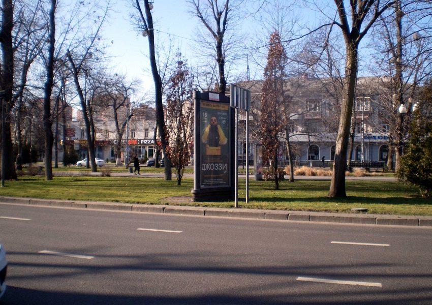 Стартовала рекламная кампания концерта исполнителя Джоззи на остановочных павильонах и сити-форматах в городе Краснодар (2)