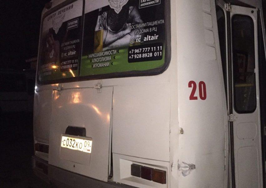 реклама семечек Богучарские ООО «Агро-Спутник» на стикерах формата А3 в салоне общественноготранспорта в городеЧеркесс (4)